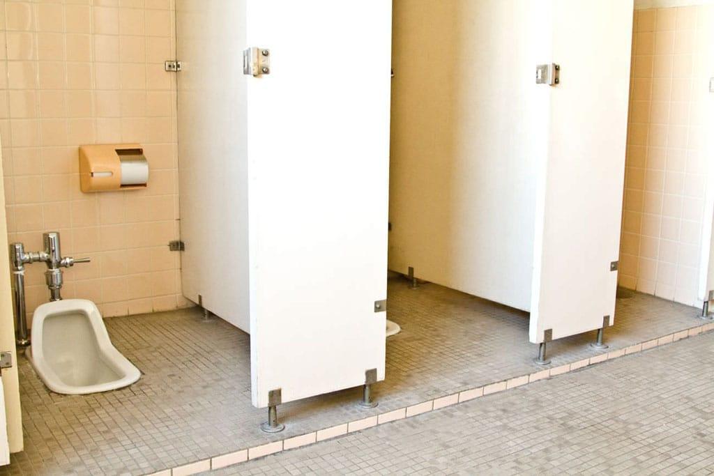 Nhà vệ sinh kiểu cũ ở Nhật Bản